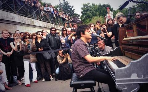 Street Pianos Liven Up the City of Paris During the Summer