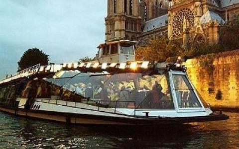 The Bateaux Mouches !!! Unforgettable dinner cruise For New Year's Eve in Paris !