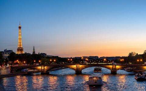 How to Enjoy a Romantic Valentine's Day in Paris