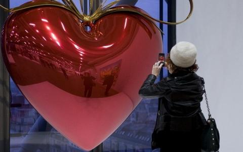 Jeff Koons paid tribute at The Centre Pompidou