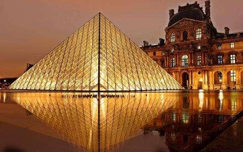 A Virtual Tour at the Louvre Paris : Here's what it looks like